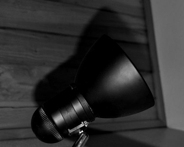 černá lampička.jpg