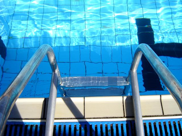bazénové schůdky – pohled shora