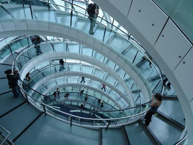 komerční prostory – schody se zábradlím