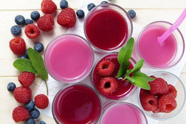 červené a růžové nápoje